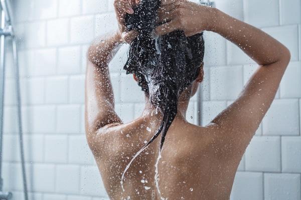 Saç derisine masaj yapmak faydalıdır
