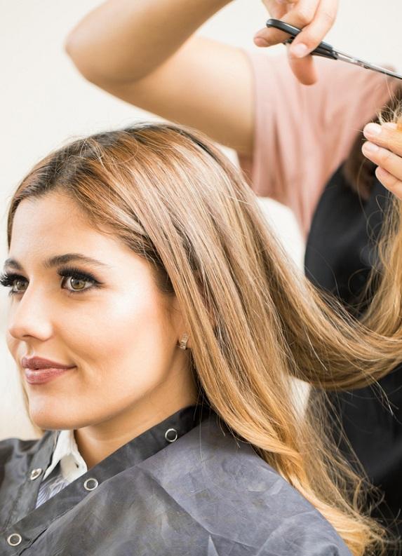 Kötü bir saç kesimiyle saçların uzayana kadar nasıl başa çıkabilirsin?