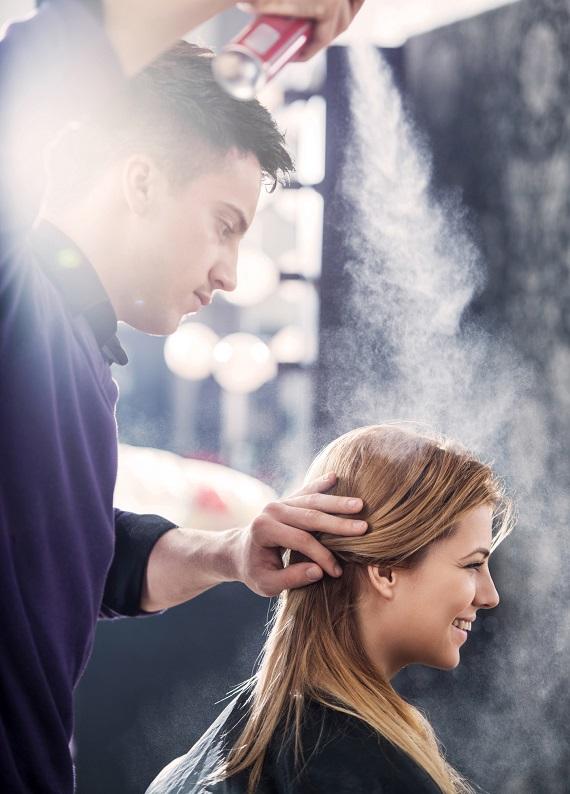 Saçı ağırlaştırıp sertleştirmeyen saç spreyini açıklıyoruz!