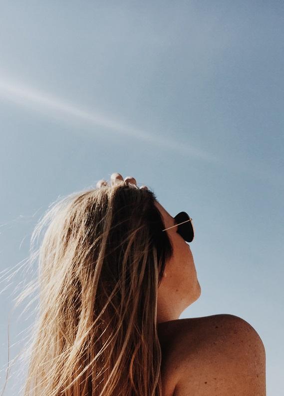 Yazın saç dökülmesi, hacim eksikliği sorunları için en iyi saç bakım önerileri!