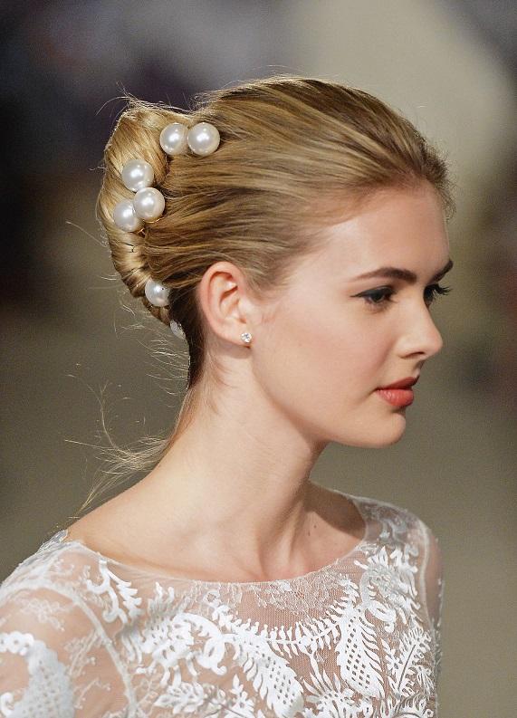Sezona damga vuracak yeni trend: İncili saç aksesuarları