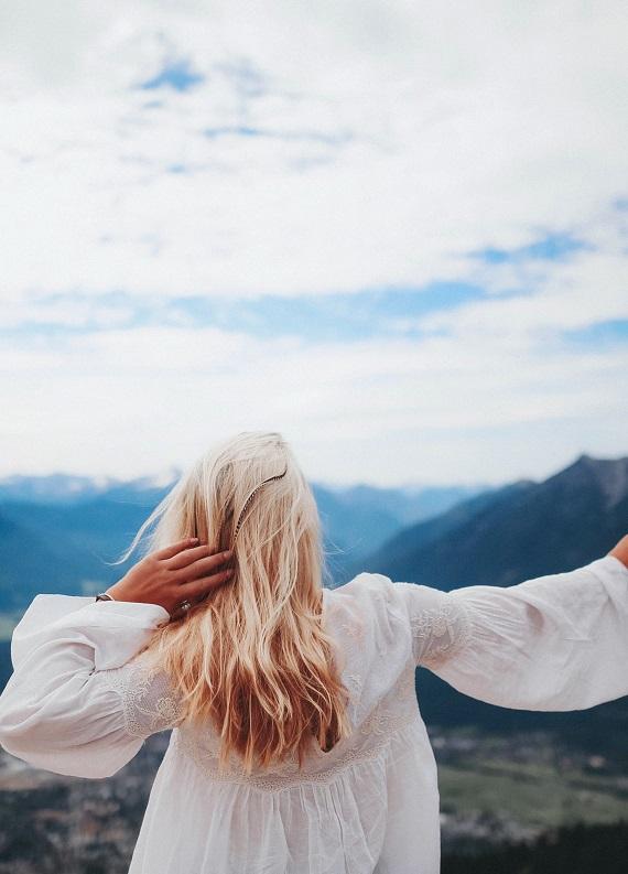 3 adımda açıcı ile yıpranan saçlarını hayata bağla!