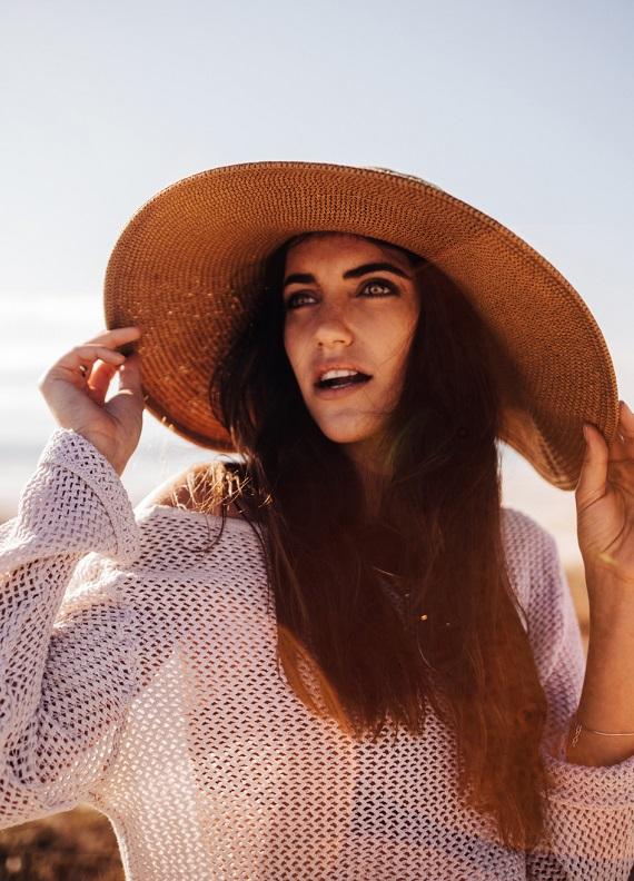 Yaz ilhamı: Hasır şapkaları hangi saç modelleriyle kullanmalı?