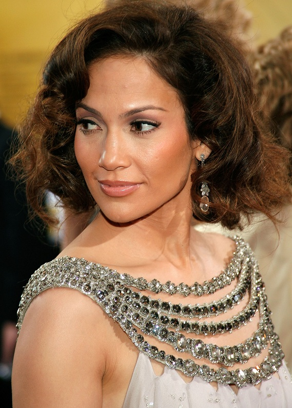 Jennifer Lopez: Uzun bob mu, retro stili mi?