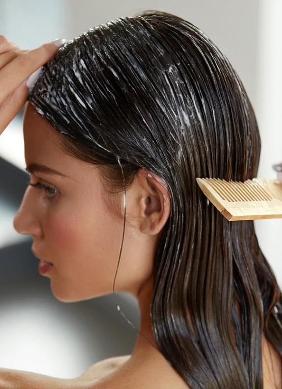 Evde saç güzelliği ritüeli: 10 dakikada yumuşacık, parlak saçlar!