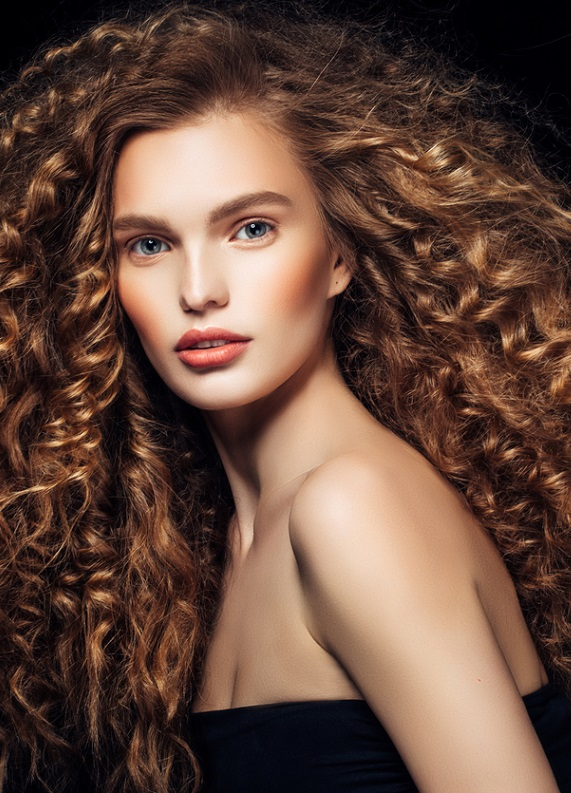 Kıvırcık saçlılar için saç uzatma rehberi