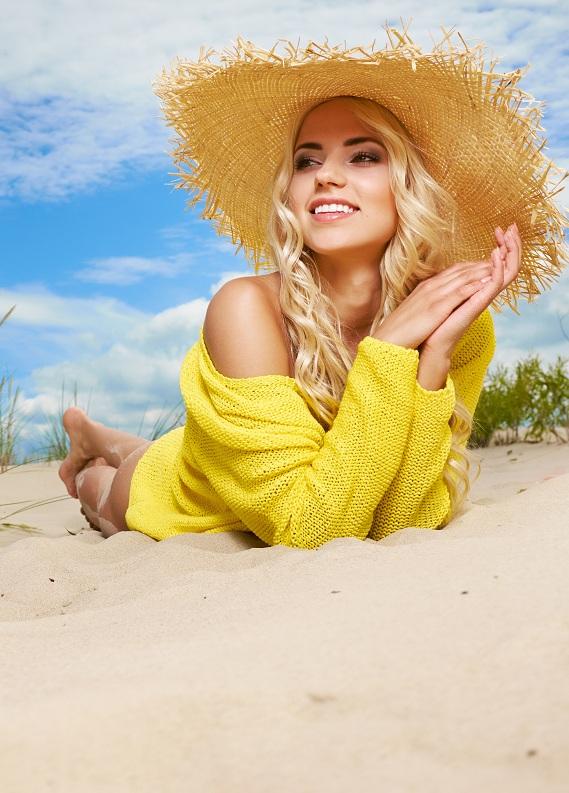 Bu yaz saçlarını sarıya boyatmak için 3 sebep