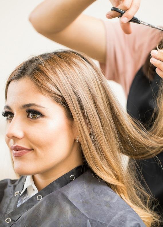 Uzun saçlılar buraya! V saç kesimi ve U saç kesimi arasındaki farkı açıklıyoruz!