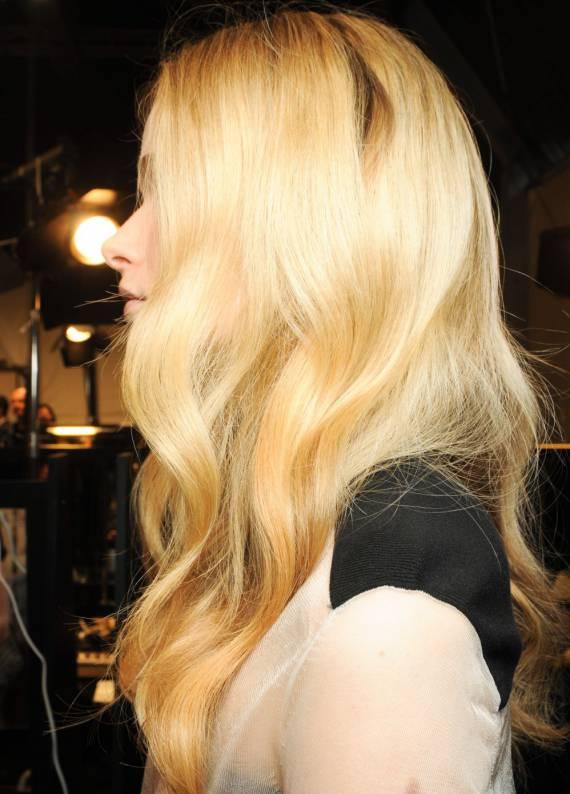 10 Dakikada dalgalı saç nasıl elde edilir?