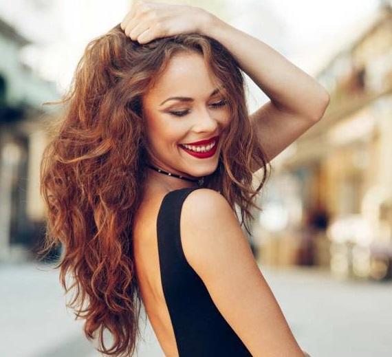 Saç şekillendirmede son nokta: Su şişesiyle dalgalı saç nasıl yapılır?