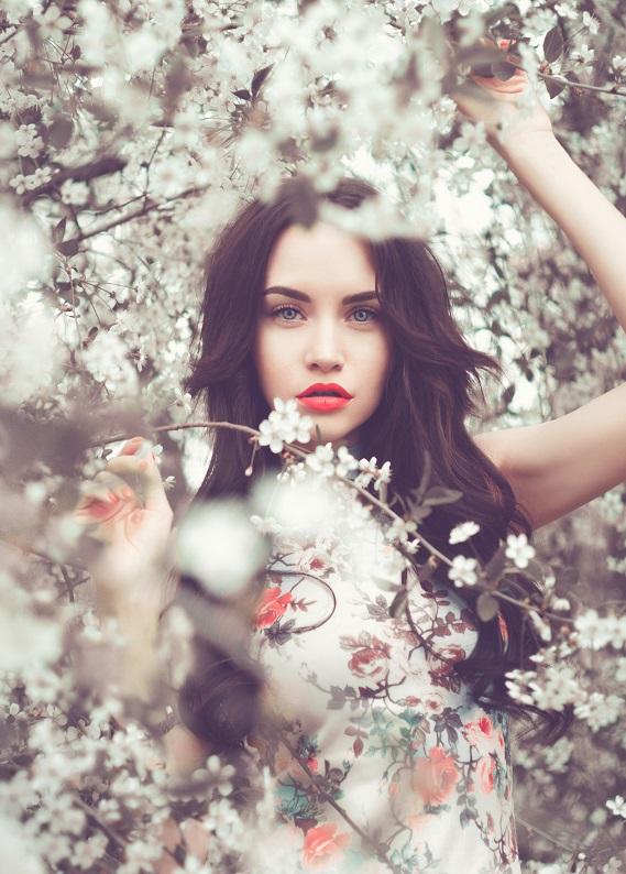 6 olağanüstü güç: Değerli çiçek özleriyle yumuşacık, parlak saçlar!