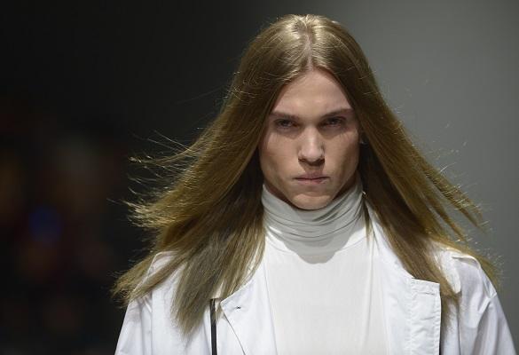 Uzun saçlı erkeklere özel saç stilleri