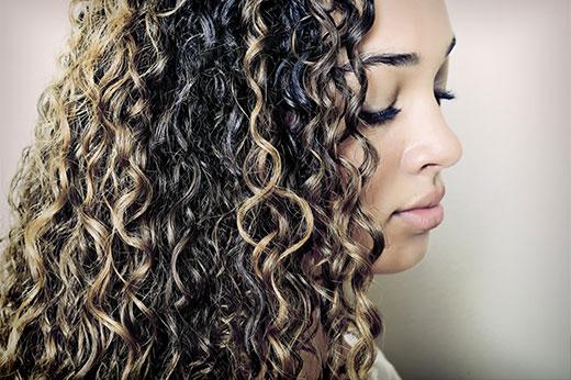 Kıvırcık saçlara özel: Daha kolay şekil vermenin yolları