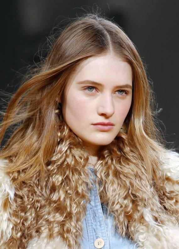 Bal rengi saçlar: Kışa sıcak bir dokunuş