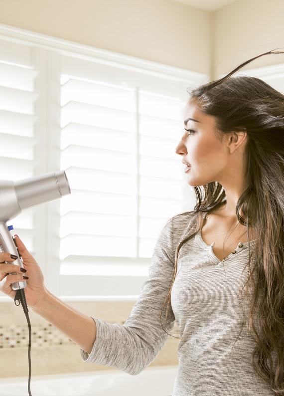 Banyo sonrasında saça kolayca şekil vermenin 8 yolu!