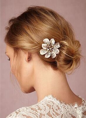 Saç takısı mı, çiçekli saç aksesuarı mı?