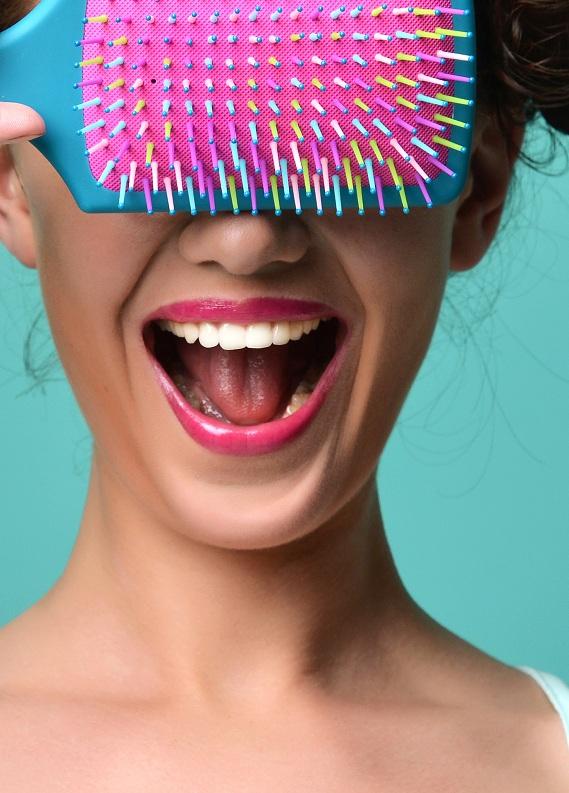 Saç yağlanmasını önleyin! Saç fırçaları temizliği nasıl yapılır?