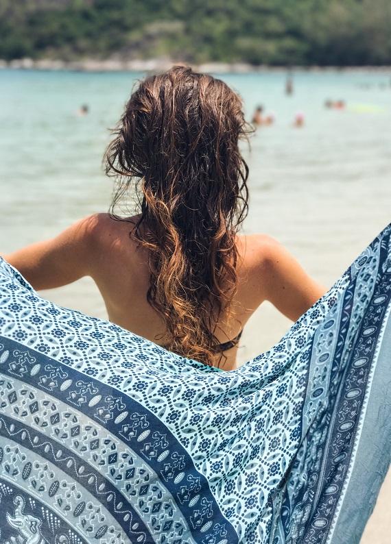 Yaz aylarında yıpranan saçlar için bakım rutini ve saç bakım önerileri