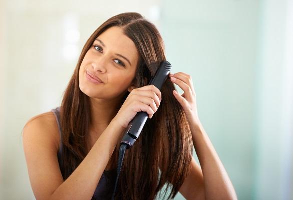 Yaz aylarında saç düzleştirme: Elektriklenmeyen düz saçlara ulaşmanın yolu!