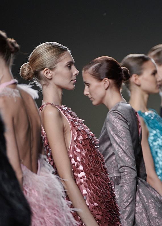 Madrid Moda Haftası'ndan esintiler: Islak görünümlü topuz