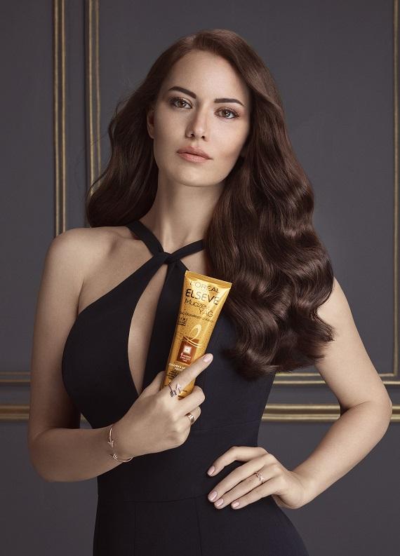 Fahriye Evcen'in saçlarının en güzel gününü keşfetmeye var mısın?