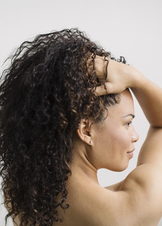 Kıvırcık saçlıların hayatını kurtaracak 5 ipucu