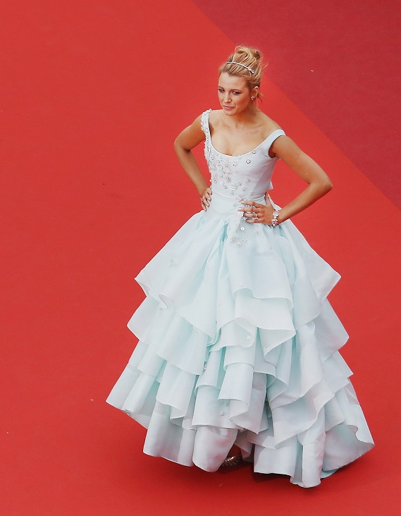 Cannes'daki ''Cinderella'': Blake Lively'nin şık topuzu