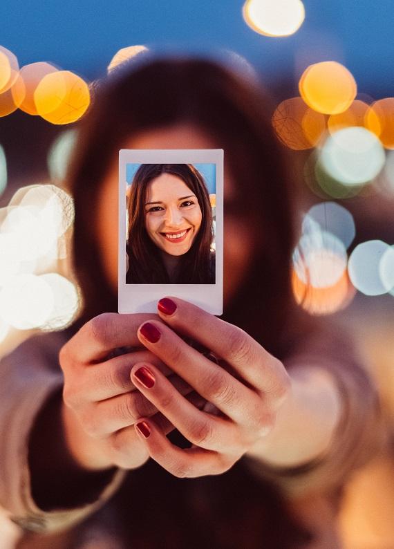 Biyometrik fotoğrafta güzel çıkmanı sağlayacak saç modelleri