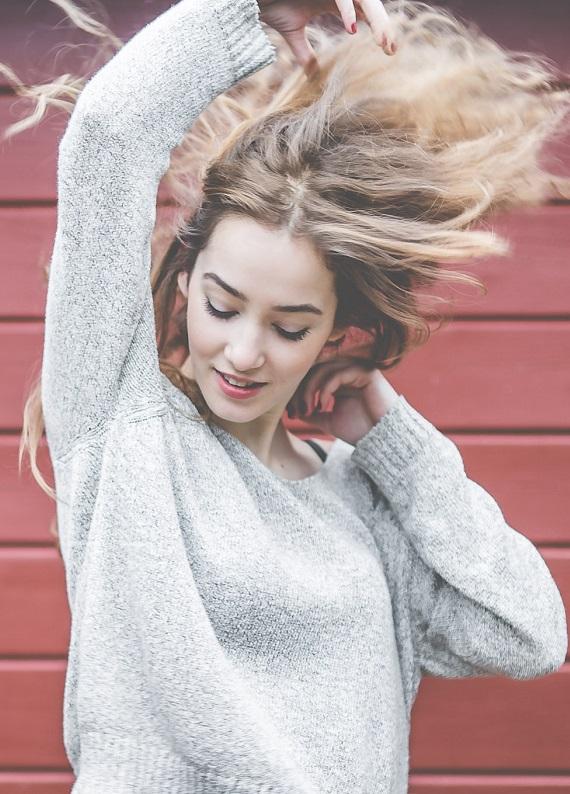 Kış geldi, elektriklenen saçlar geri geldi: Saçlarını kontrol altına almanın 5 yolu!