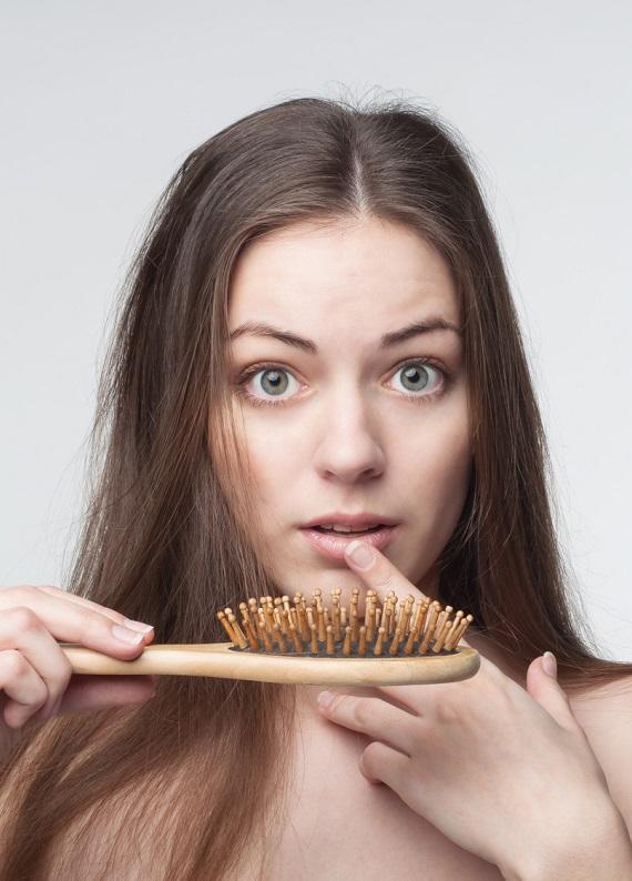 Kadınlarda saç dökülmesi nedir ve nasıl önlenir?