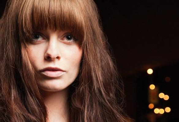 Kahküllü kesimdeki saçları nasıl şekillendirmeli: Kahküllü saçlara özel saç modelleri