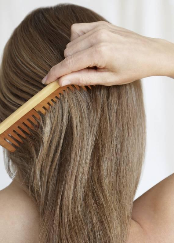 Tarakların dönüşü: Adım adım topuz saç stili