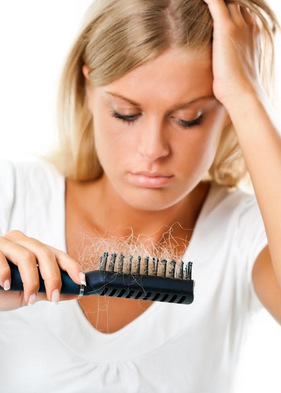 Saçların incelmeye ve kopmaya mı başladı? İşte nedenleri!
