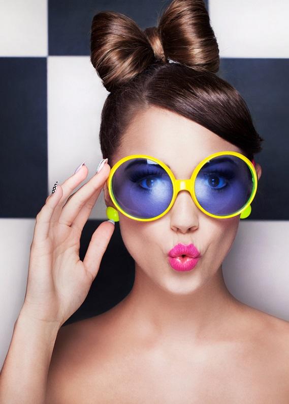 Güneş gözlüklerine uygun saç modelleri