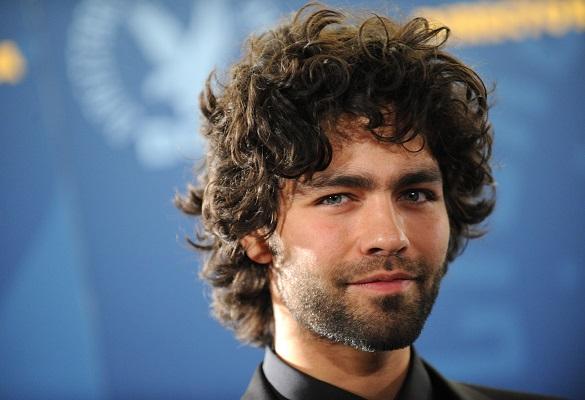 Kıvırcık saçlı erkekler hangi saç modellerini kullanmalı?