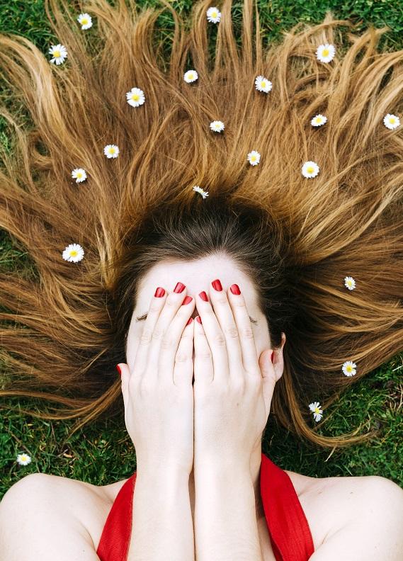 Baharın ışıltısına ayak uydur: Yepyeni saç renkleri!