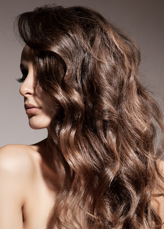 Yaz boyunca daha gür görünen saçlar için 6 altın kural