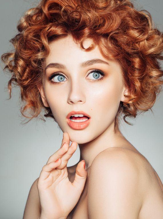 Mini test: Hangi yılın popüler saç modeli tam sana göre?