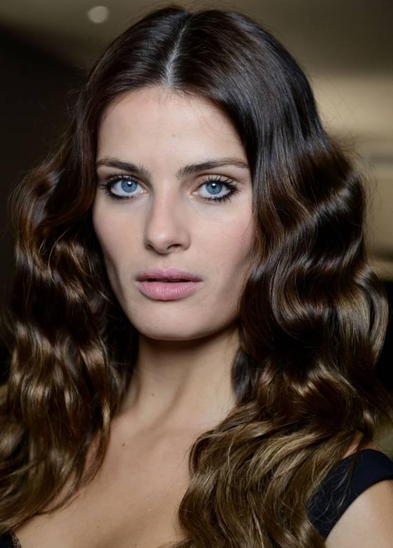 Kolay elektriklenen saçlara stil önerileri