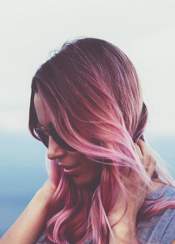 Saçlarındaki capcanlı renkler: Bu renklerle saçlarına farklılık kat!