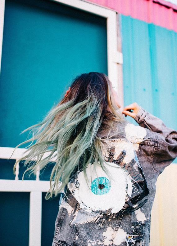 """Saçındaki mavi, yeşil renkten mi sıkıldın? Colorista Remover ile """"bye bye"""" de!"""