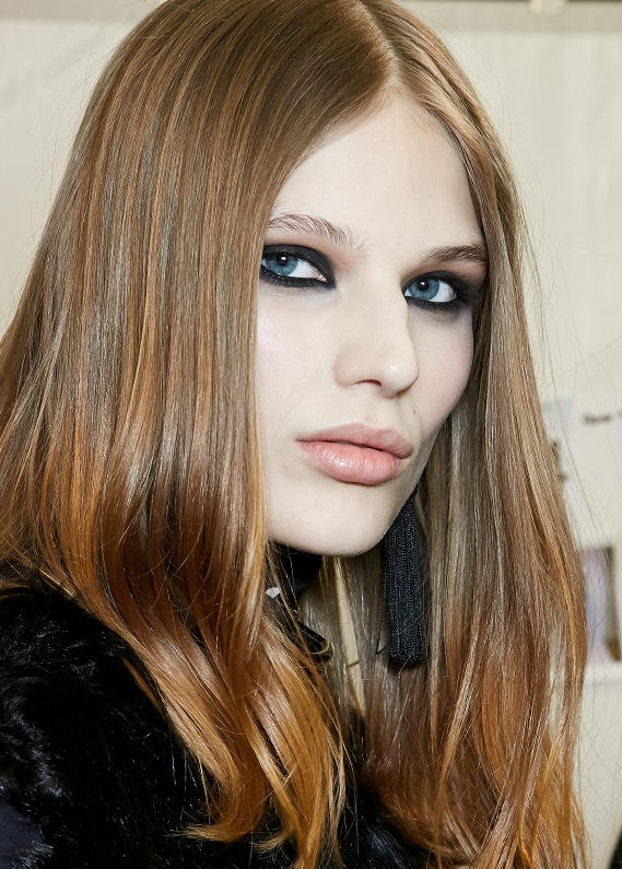 Seni en yeni saç trendi ile tanıştıralım: Krem karamel saçlar
