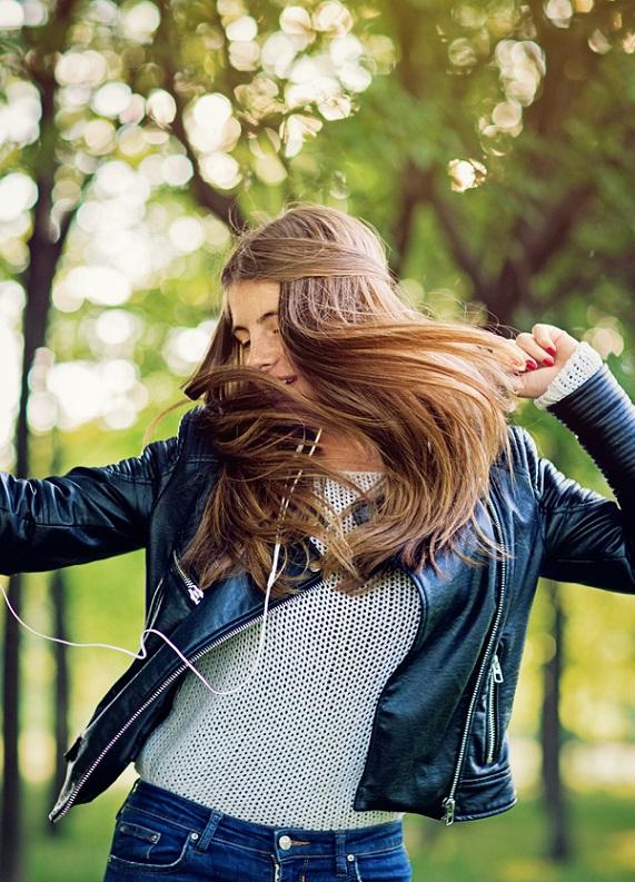 Koyu küllü kumral saç rengi hakkında bilmen gereken her şey!