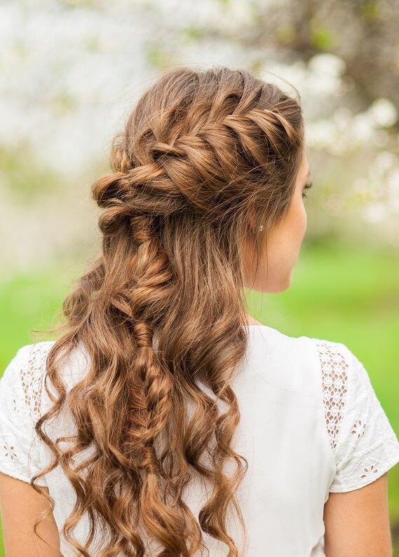 Yeni trend: Yarım toplanan saçlar ve örgü!