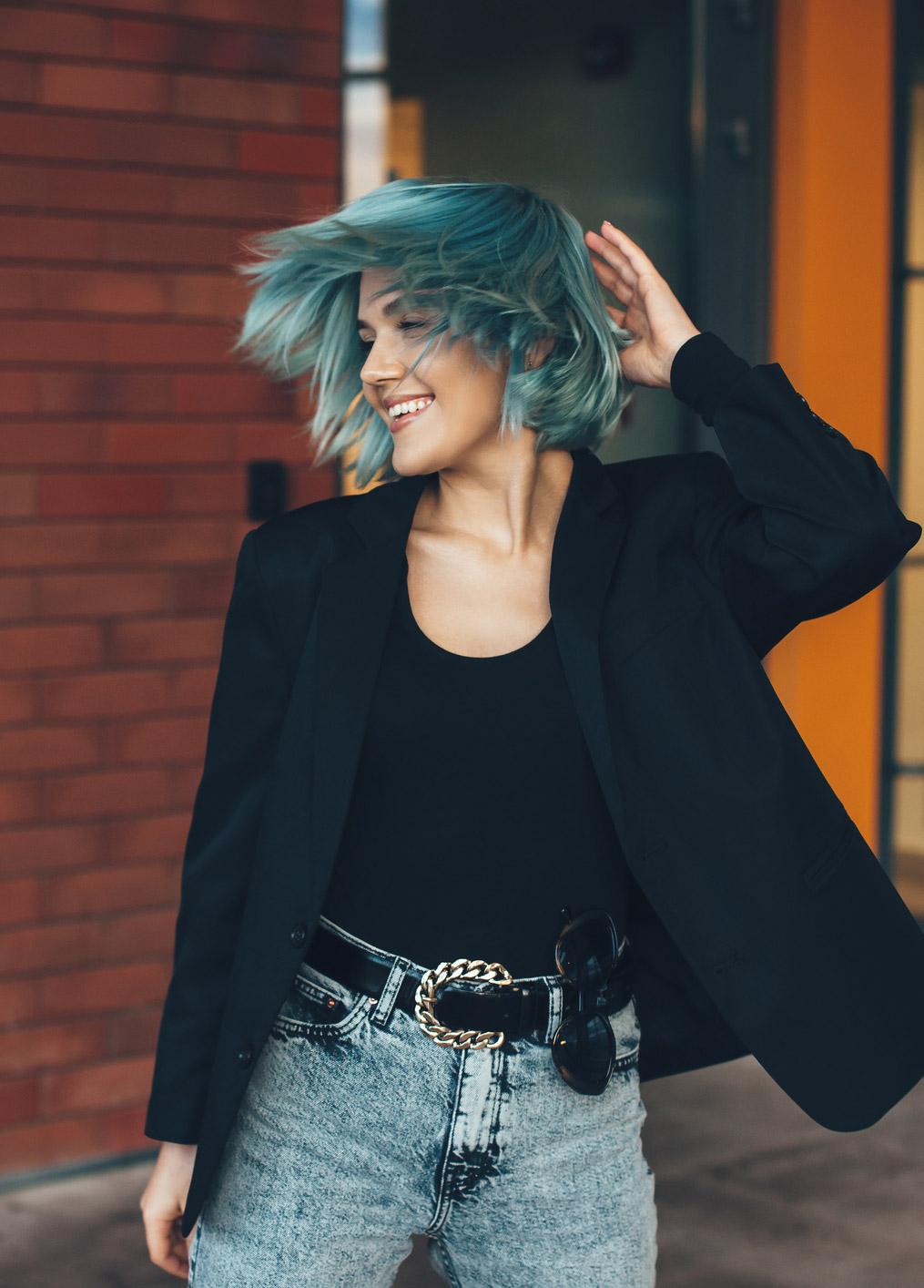 Mavi Saç Boyası Nedir, Nasıl Kullanılır?