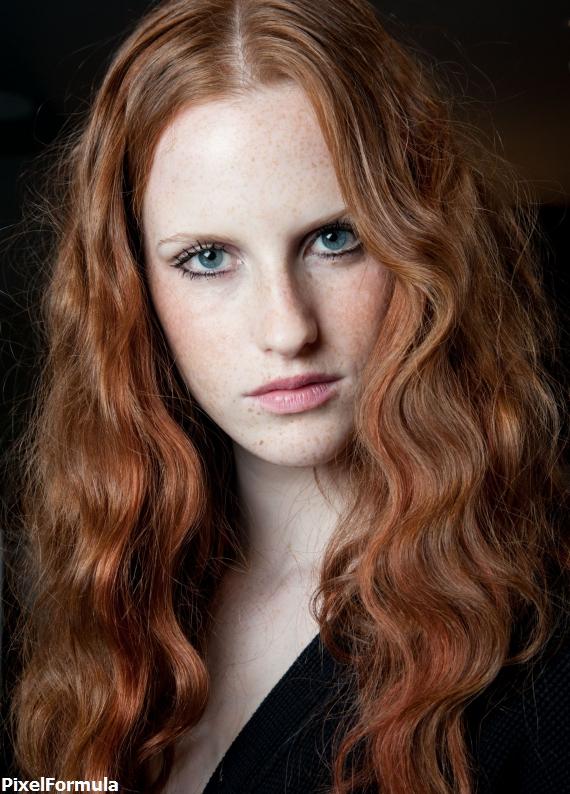 Deniz kızı etkisi: Kızıl dalgalı saçlar