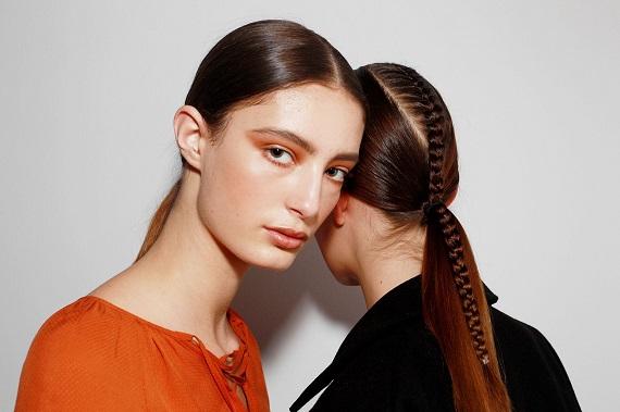 Sidney Moda Haftasından: Düz, örgülü atkuyruğu