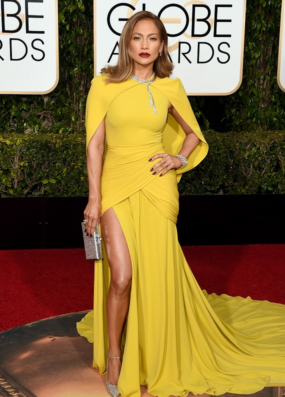 Jennifer Lopez: 73. Altın Küre Ödülleri'nde göz kamaştırdı!