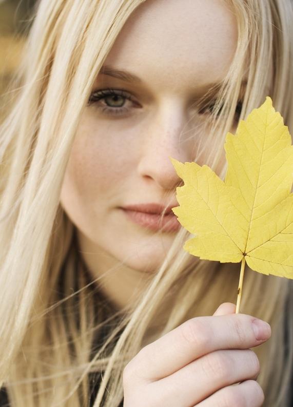 Sonbaharda sarı saçlarını soğuktan nasıl koruyabilirsin?