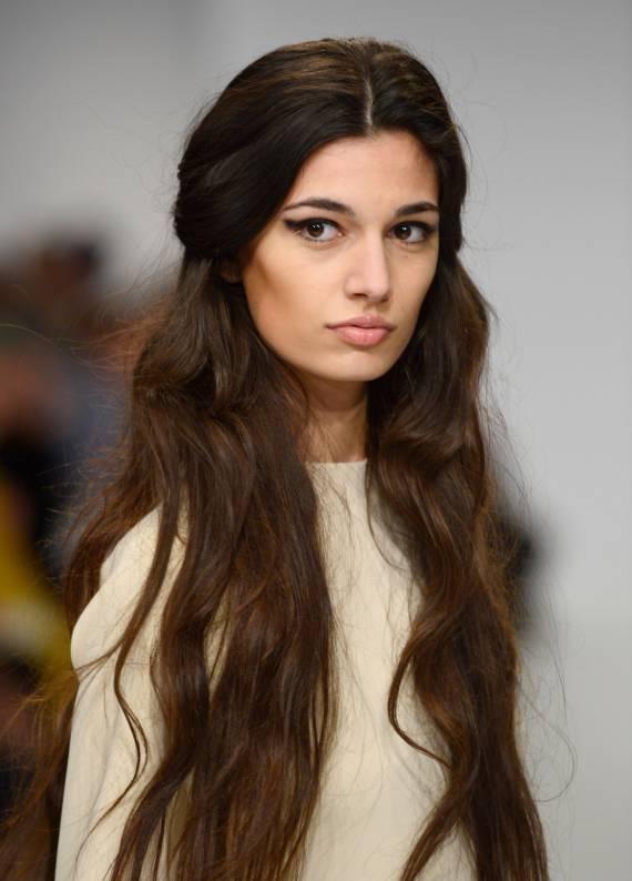 Uzun saçlara özel en havalı stil önerileri
